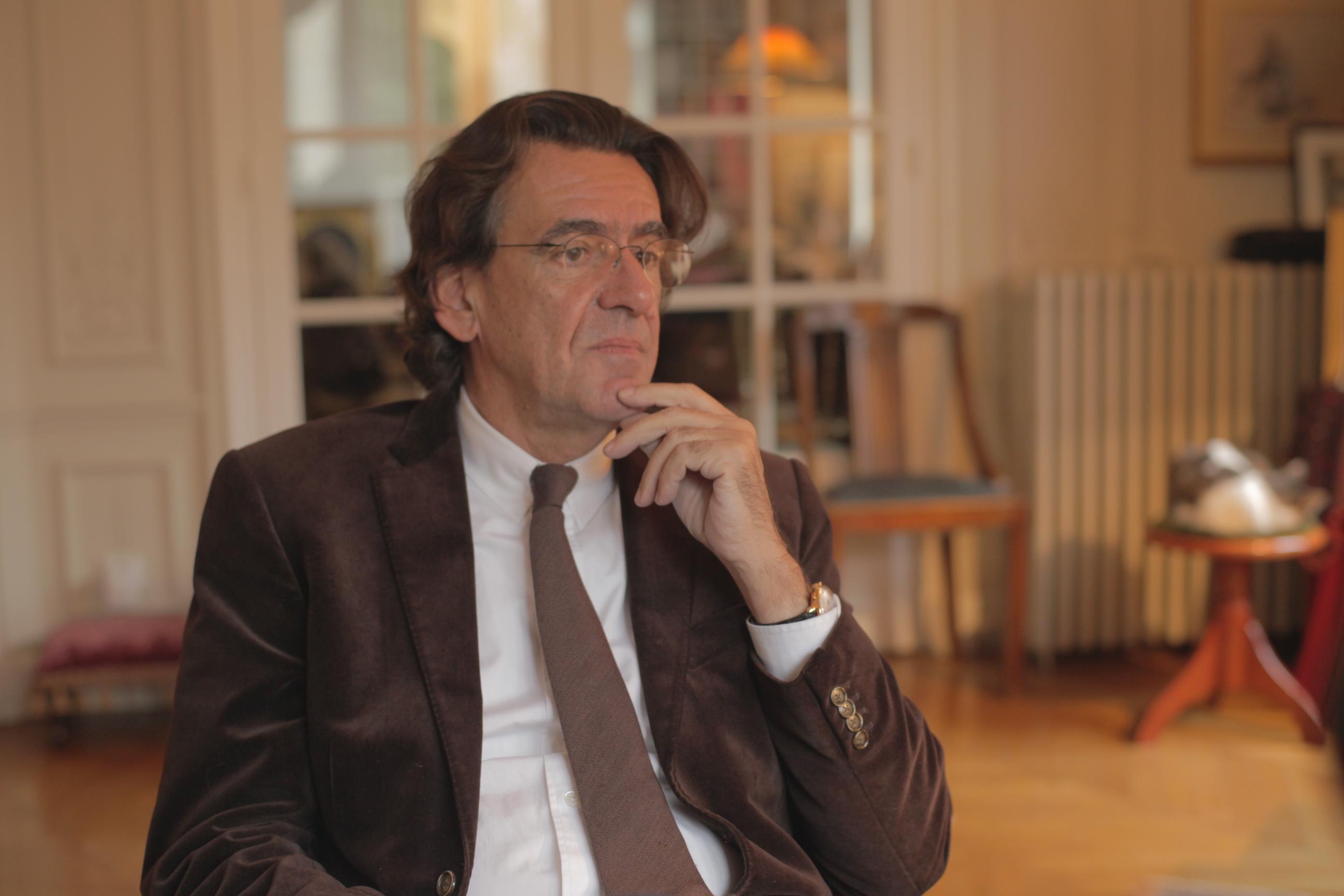 Luc Ferry, ex Ministro da Educação na França e autor de best sellers durante gravação de entrevista para a série.